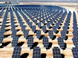 800px-Giant_photovoltaic_array